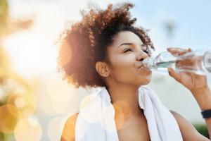 Importância do consumo de água em períodos de altas temperaturas - Sagrada Família